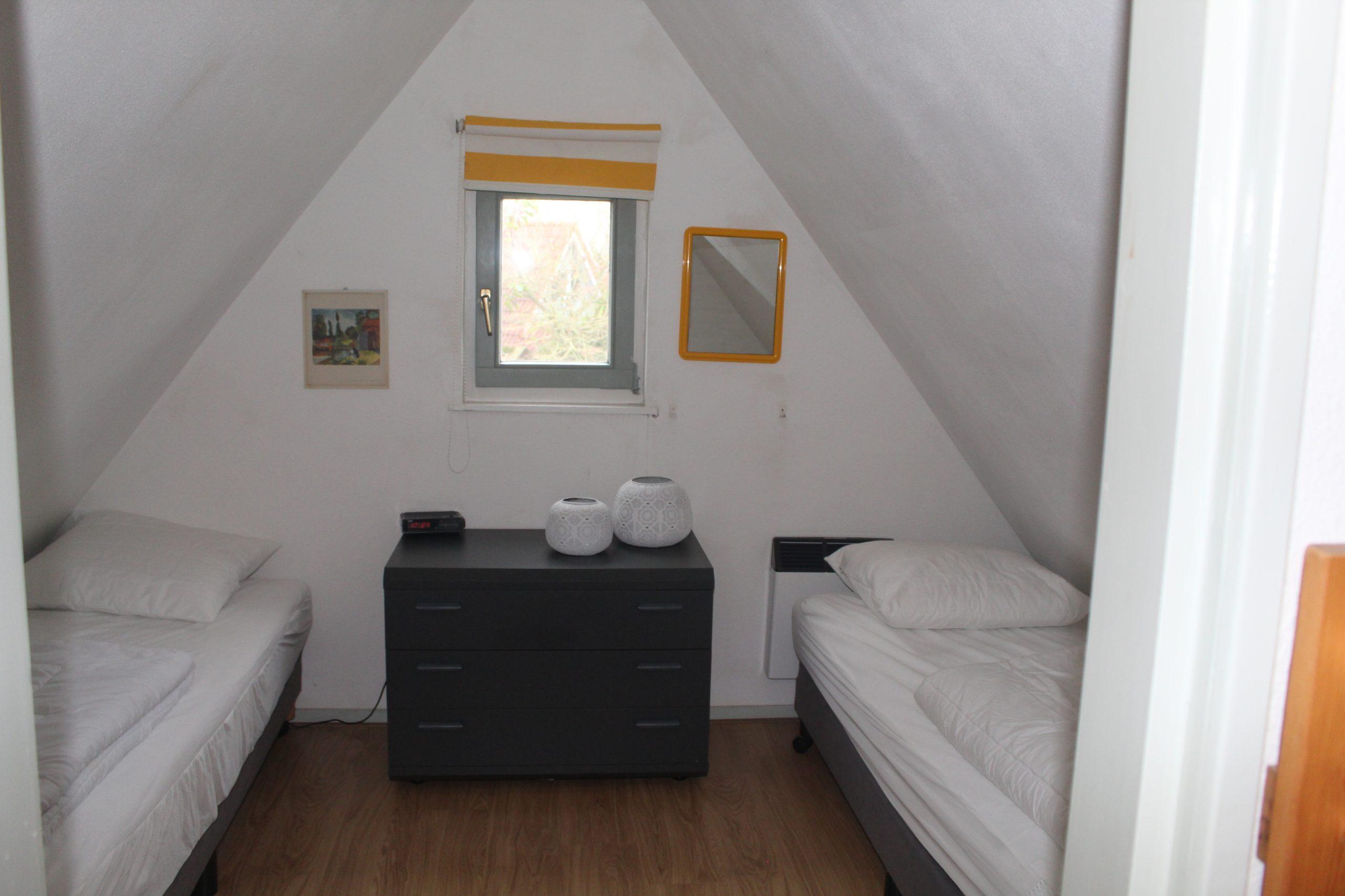 Slaapkamer boven eenpersoonsbed Lauwersmeer